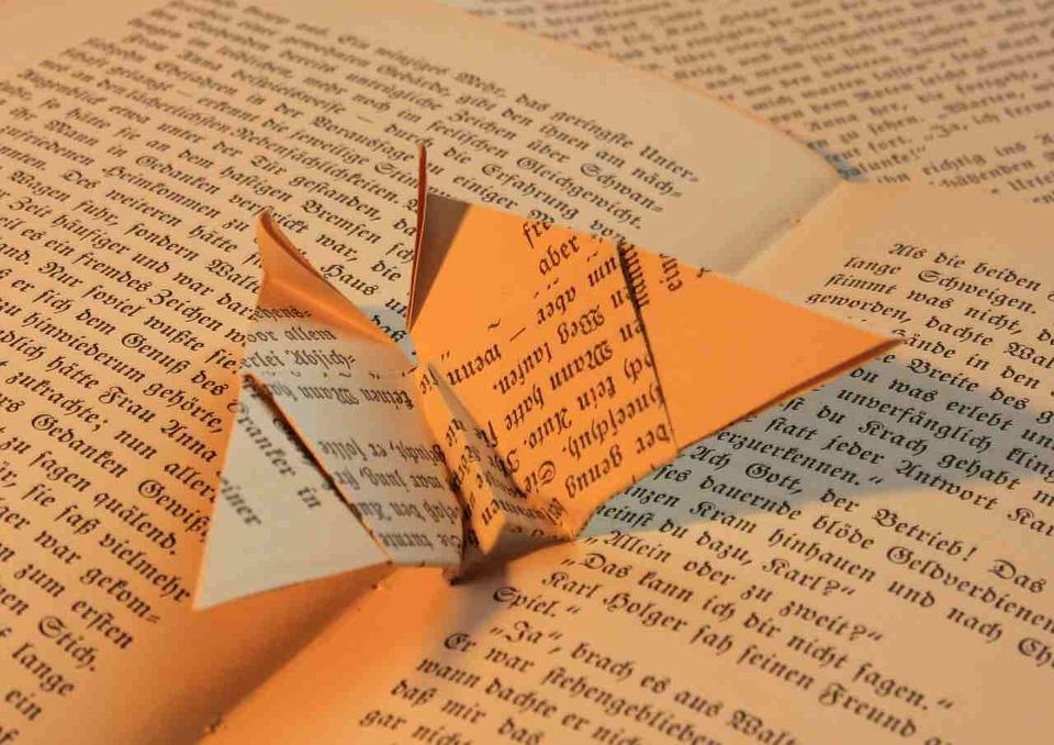 mauvaises raisons d'écriture, origami, papier, livre